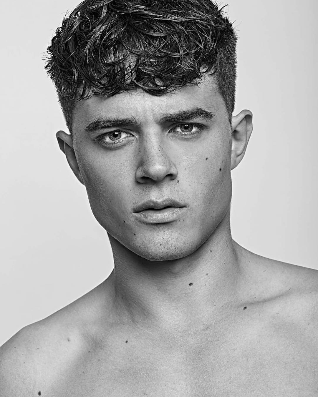 Short Curly Hairstyles For Men 2018 15