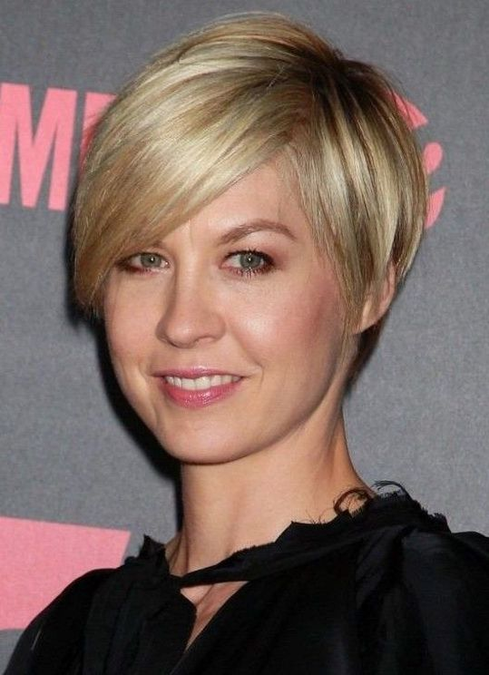Short Haircuts For Oval Faces 21