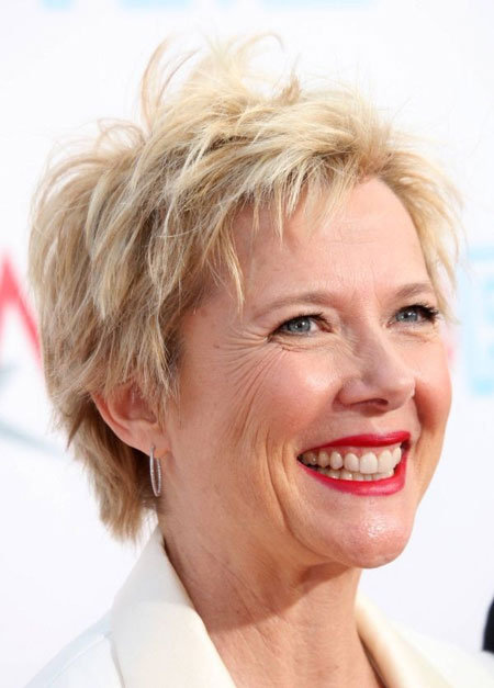 Short Haircuts For Older Women 12