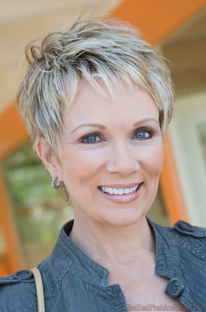 Short Haircuts For Older Women 17