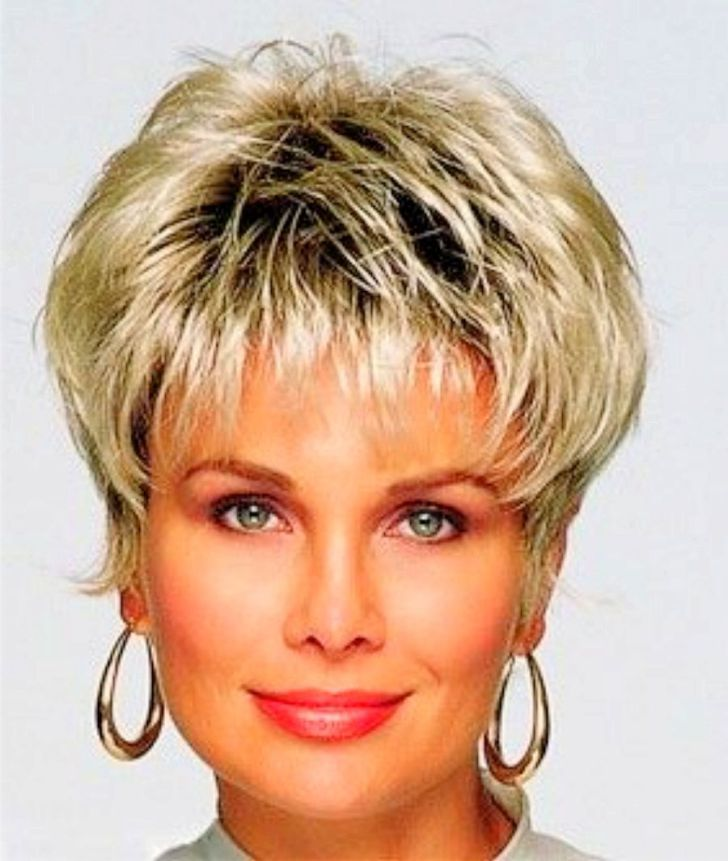Short Haircuts For Older Women 29