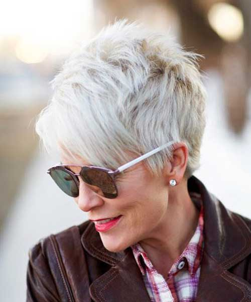 Short Haircuts For Older Women 6