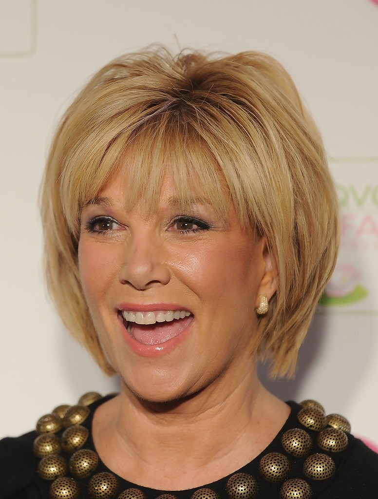 Short Haircuts For Older Women 7
