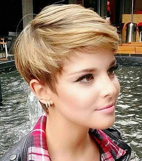 Short Hairstyles For Round Faces 23