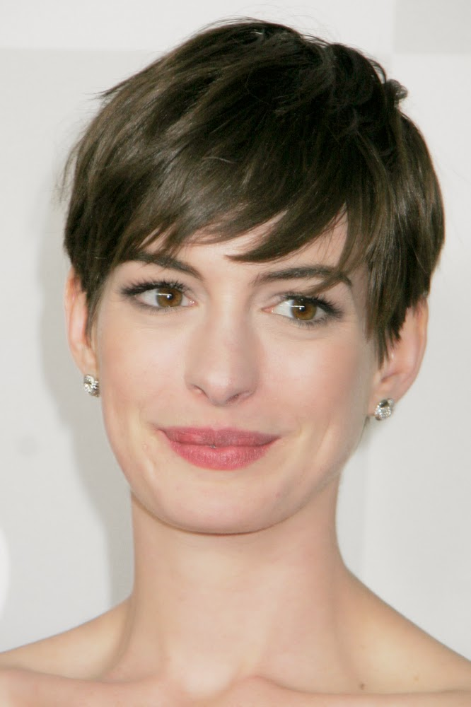Short Hairstyles For Round Faces 9