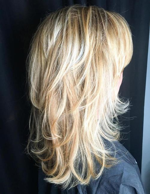 20 Blonde Layered Hairstyle With Flipped Ends