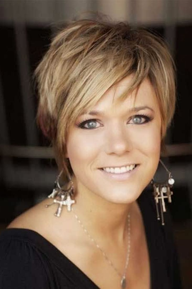 Short Haircuts Over 40 Women 3 - Hairstyles Fashion and Clothing