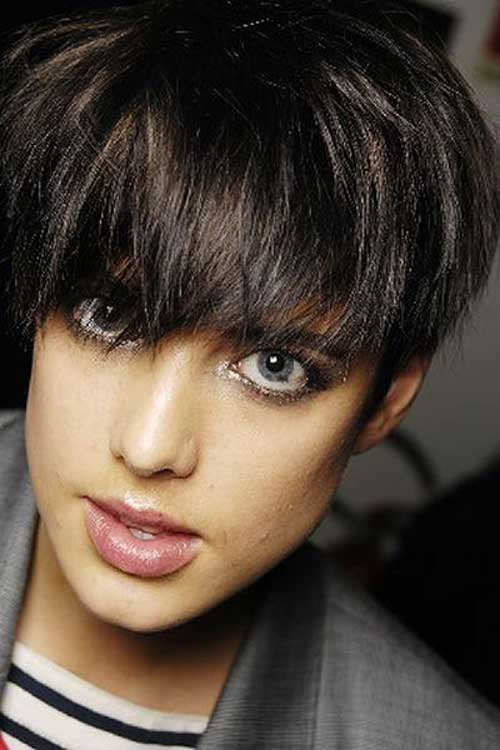 Short Haircuts For Thick Hair 14